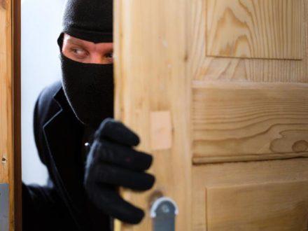 Как защитить дом от воров и прочих недоброжелателей?