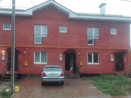 Сдам на длительный срок трехкомнатную квартиру на 1-м этаже 2-этажного дома площадью 75 кв. м. в Нижнем Новгороде