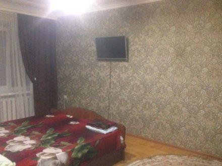 Сдам посуточно однокомнатную квартиру на 2-м этаже 5-этажного дома площадью 30 кв. м. в Черкесске
