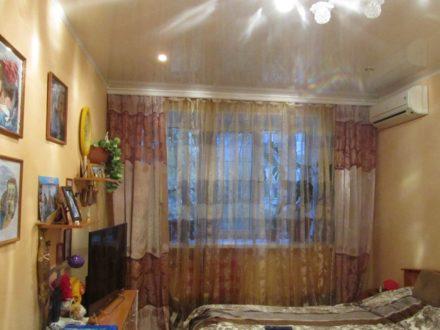 Продам двухкомнатную квартиру на 1-м этаже 5-этажного дома площадью 44 кв. м. в Хабаровске