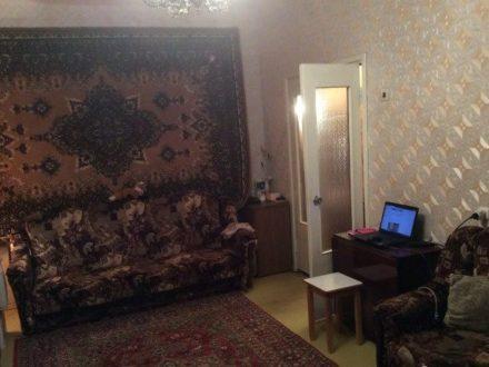 Сдам на длительный срок двухкомнатную квартиру на 5-м этаже 9-этажного дома площадью 56 кв. м. в Мурманске