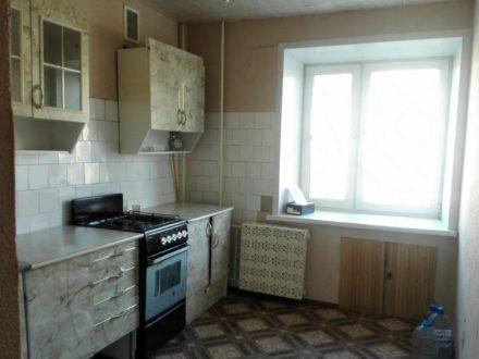 Сдам на длительный срок двухкомнатную квартиру на 8-м этаже 9-этажного дома площадью 50 кв. м. в Вологде