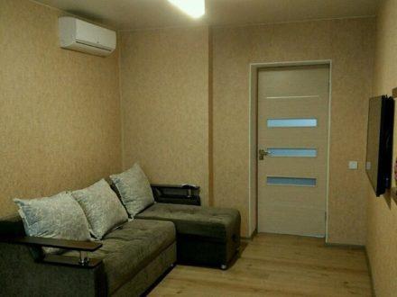 Сдам на длительный срок двухкомнатную квартиру на 5-м этаже 5-этажного дома площадью 51 кв. м. в Благовещенске