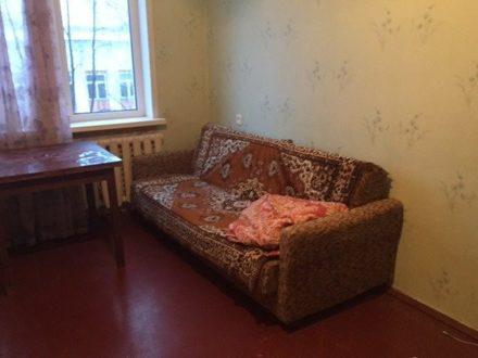 Сдам на длительный срок двухкомнатную квартиру на 5-м этаже 5-этажного дома площадью 50 кв. м. в Сыктывкаре