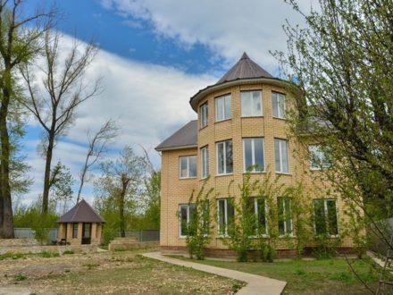 Продам коттедж площадью 470 кв. м. в Оренбурге