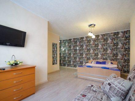Сдам посуточно однокомнатную квартиру на 3-м этаже 5-этажного дома площадью 33 кв. м. в Владивостоке