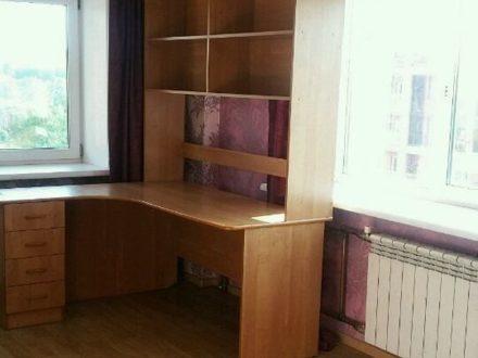 Продам трехкомнатную квартиру на 10-м этаже 10-этажного дома площадью 67 кв. м. в Иркутске