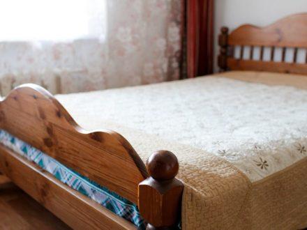 Сдам посуточно однокомнатную квартиру на 2-м этаже 9-этажного дома площадью 36 кв. м. в Калуге