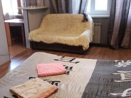 Сдам посуточно однокомнатную квартиру на 3-м этаже 5-этажного дома площадью 35 кв. м. в Майкопе