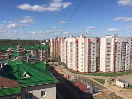 Продам трехкомнатную квартиру на 3-м этаже 9-этажного дома площадью 100 кв. м. в Смоленске