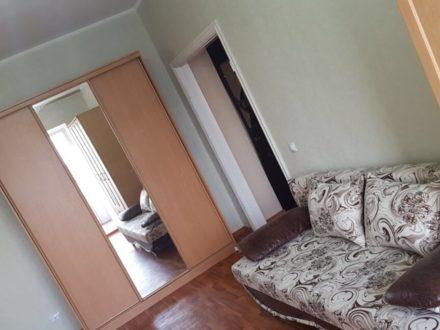 Сдам на длительный срок однокомнатную квартиру на 5-м этаже 5-этажного дома площадью 30 кв. м. в Благовещенске