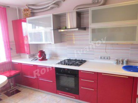 Сдам на длительный срок двухкомнатную квартиру на 3-м этаже 5-этажного дома площадью 70 кв. м. в Калининграде