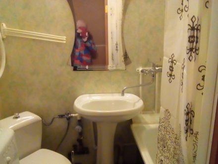 Сдам на длительный срок однокомнатную квартиру на 5-м этаже 5-этажного дома площадью 30 кв. м. в Калуге