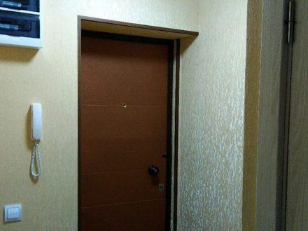 Сдам на длительный срок однокомнатную квартиру на 3-м этаже 3-этажного дома площадью 30 кв. м. в Астрахани