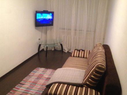 Сдам посуточно двухкомнатную квартиру на 3-м этаже 5-этажного дома площадью 64 кв. м. в Смоленске