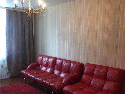 Сдам посуточно двухкомнатную квартиру на 3-м этаже 9-этажного дома площадью 60 кв. м. в Новосибирске