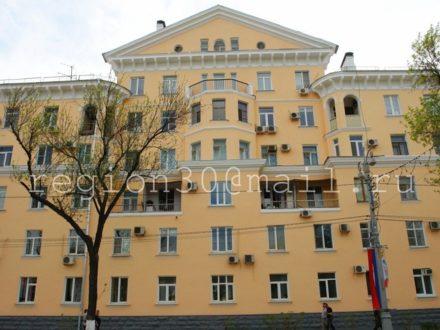 Сдам на длительный срок двухкомнатную квартиру на 6-м этаже 7-этажного дома площадью 52 кв. м. в Астрахани