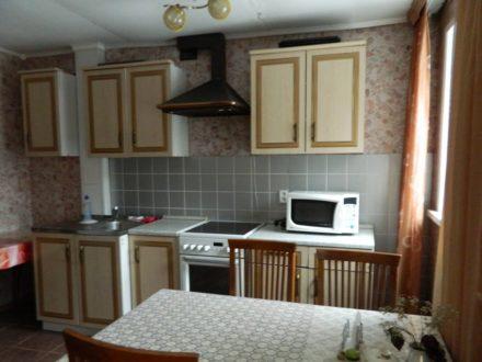 Сдам посуточно двухкомнатную квартиру на 2-м этаже 5-этажного дома площадью 40 кв. м. в Горно-Алтайске
