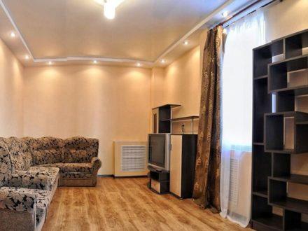 Сдам посуточно двухкомнатную квартиру на 4-м этаже 5-этажного дома площадью 48 кв. м. в Перми