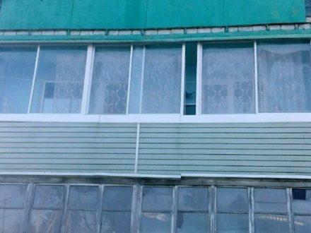 Продам двухкомнатную квартиру на 2-м этаже 3-этажного дома площадью 52 кв. м. в Владивостоке