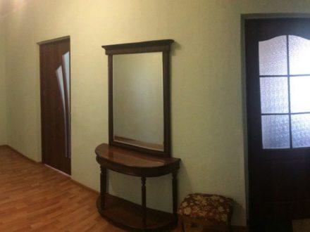 Продам двухкомнатную квартиру на 9-м этаже 10-этажного дома площадью 83 кв. м. в Астрахани