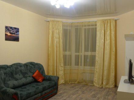 Сдам на длительный срок однокомнатную квартиру на 16-м этаже 18-этажного дома площадью 40 кв. м. в Оренбурге