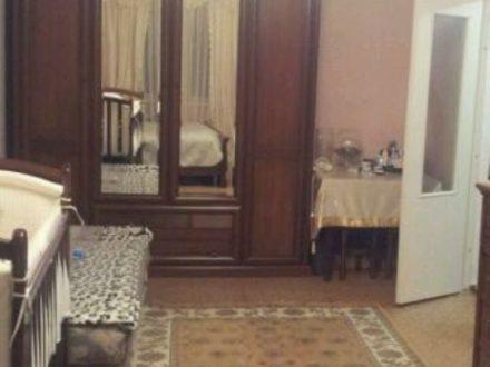 Продам трехкомнатную квартиру на 4-м этаже 9-этажного дома площадью 70 кв. м. в Владикавказе