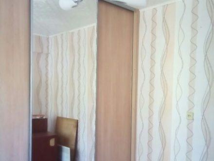 Продам трехкомнатную квартиру на 3-м этаже 5-этажного дома площадью 49 кв. м. в Омске