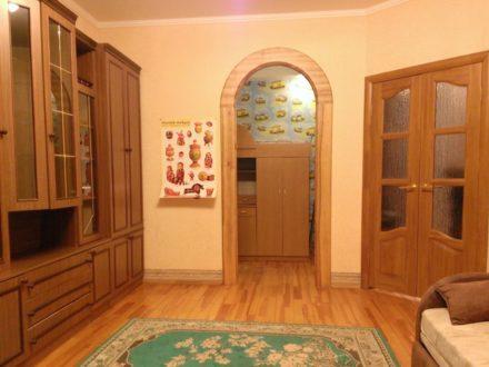 Сдам на длительный срок однокомнатную квартиру на 2-м этаже 10-этажного дома площадью 44 кв. м. в Саранске