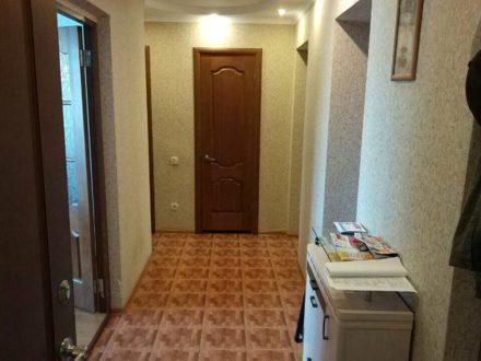 Продам трехкомнатную квартиру на 5-м этаже 5-этажного дома площадью 62,3 кв. м. в Майкопе