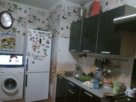Продам трехкомнатную квартиру на 1-м этаже 9-этажного дома площадью 64 кв. м. в Омске