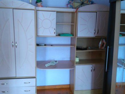 Сдам на длительный срок двухкомнатную квартиру на 5-м этаже 5-этажного дома площадью 42 кв. м. в Горно-Алтайске