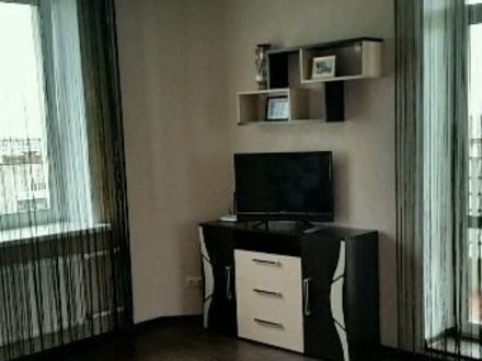 Сдам посуточно однокомнатную квартиру на 14-м этаже 17-этажного дома площадью 42 кв. м. в Владимире