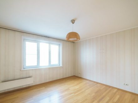 Продам четырехкомнатную квартиру на 4-м этаже 11-этажного дома площадью 79,4 кв. м. в Кемерово