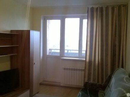 Сдам посуточно двухкомнатную квартиру на 13-м этаже 16-этажного дома площадью 70 кв. м. в Самаре