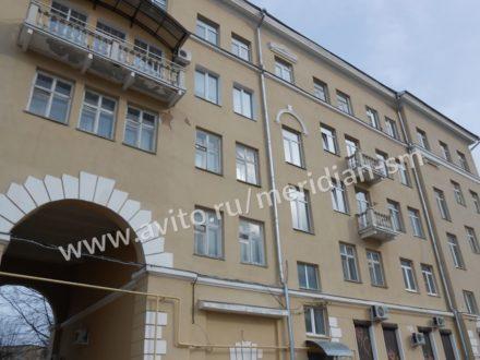 Продам двухкомнатную квартиру на 2-м этаже 5-этажного дома площадью 47 кв. м. в Смоленске