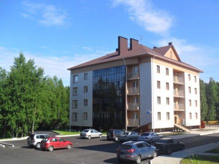 Продам однокомнатную квартиру на 1-м этаже 4-этажного дома площадью 45,5 кв. м. в Ханты-Мансийске