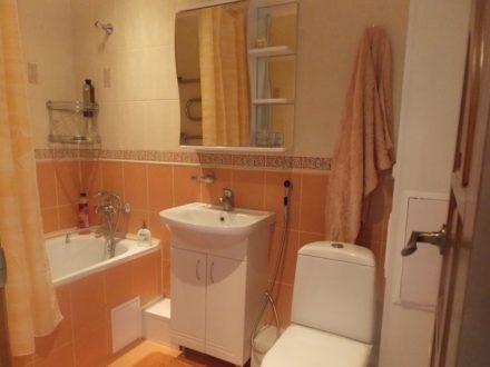 Сдам на длительный срок однокомнатную квартиру на 3-м этаже 5-этажного дома площадью 34 кв. м. в Новосибирске