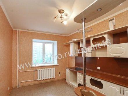 Продам трехкомнатную квартиру на 5-м этаже 14-этажного дома площадью 112 кв. м. в Липецке