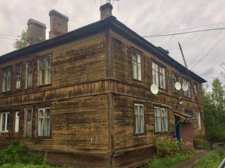 Продам двухкомнатную квартиру на 2-м этаже 2-этажного дома площадью 41 кв. м. в Архангельске