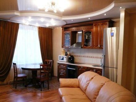 Сдам на длительный срок трехкомнатную квартиру на 14-м этаже 17-этажного дома площадью 62 кв. м. в Перми