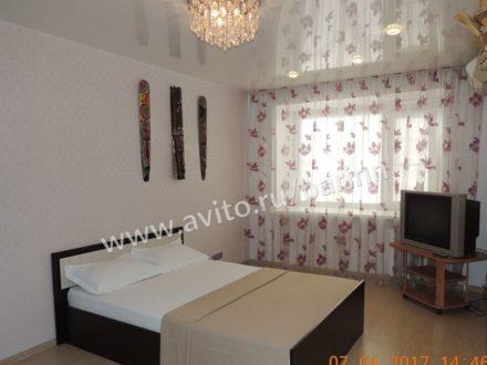 Сдам посуточно однокомнатную квартиру на 3-м этаже 5-этажного дома площадью 35 кв. м. в Архангельске