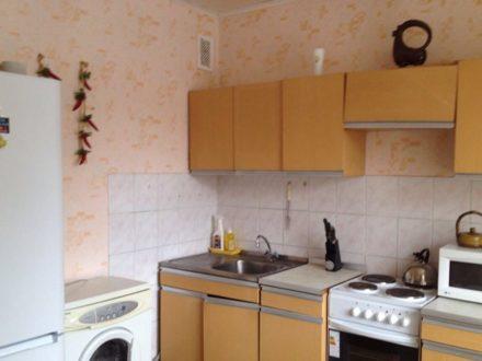 Сдам посуточно трехкомнатную квартиру на 6-м этаже 9-этажного дома площадью 64 кв. м. в Ульяновске