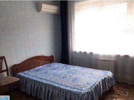 Сдам на длительный срок двухкомнатную квартиру на 5-м этаже 10-этажного дома площадью 75 кв. м. в Оренбурге