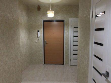 Продам трехкомнатную квартиру на 2-м этаже 5-этажного дома площадью 84 кв. м. в Элисте
