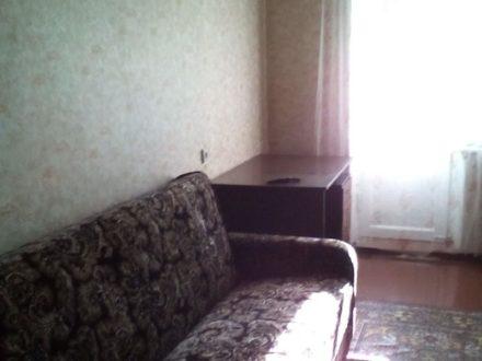 Сдам на длительный срок двухкомнатную квартиру на 1-м этаже 5-этажного дома площадью 45 кв. м. в Смоленске