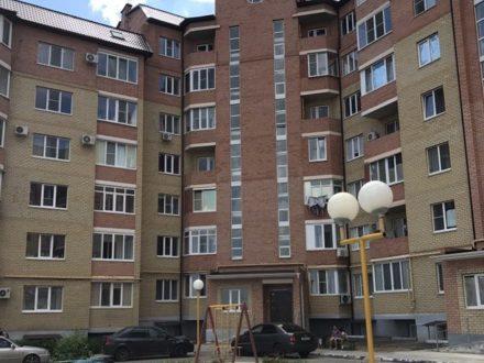 Сдам посуточно однокомнатную квартиру на 3-м этаже 7-этажного дома площадью 50 кв. м. в Элисте