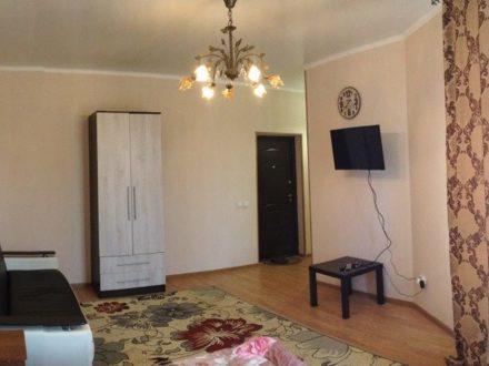 Сдам посуточно однокомнатную квартиру на 2-м этаже 3-этажного дома площадью 32 кв. м. в Черкесске
