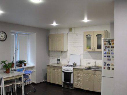 Продам двухкомнатную квартиру на 1-м этаже 9-этажного дома площадью 48,1 кв. м. в Кургане