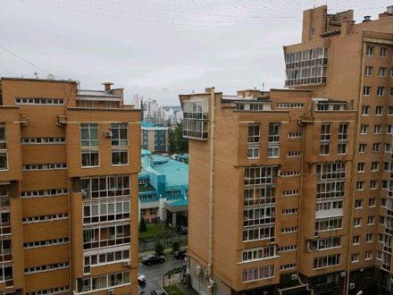 Сдам посуточно двухкомнатную квартиру на 10-м этаже 16-этажного дома площадью 80 кв. м. в Иркутске
